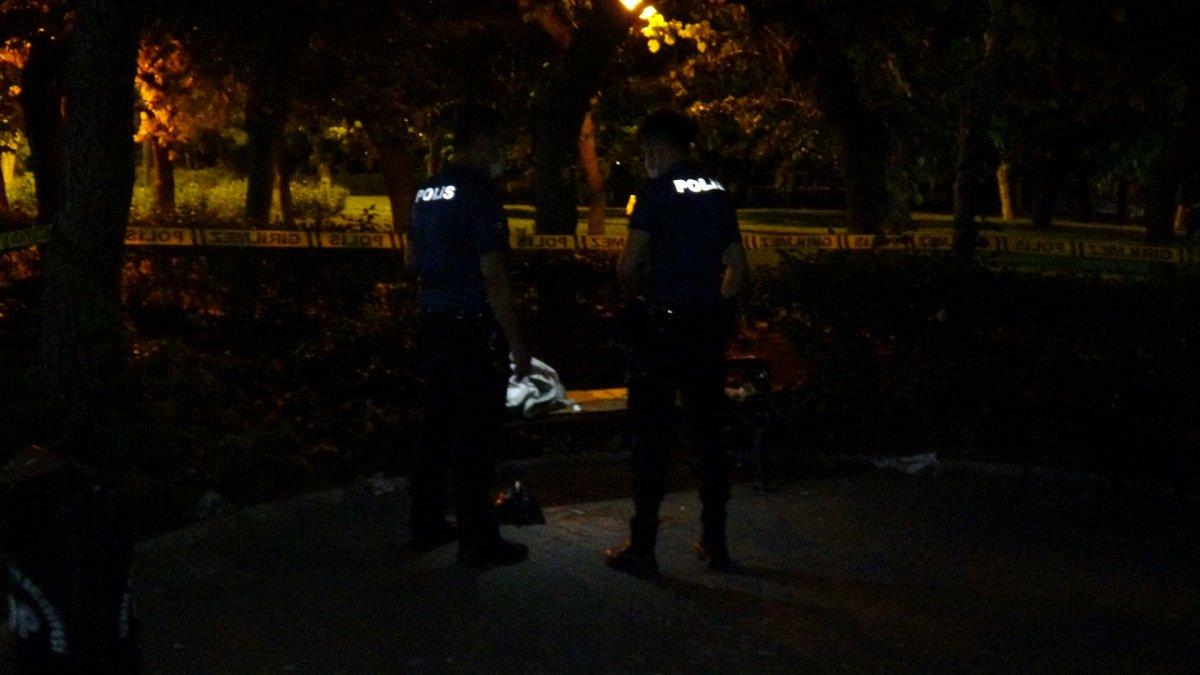 İzmir de bankta oturan kişiyi para vermediği için boynundan yaraladılar #2