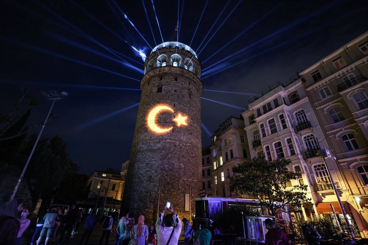 Ayasofya Camii ve Galata Kulesi nde sky mapping gösterisi #7