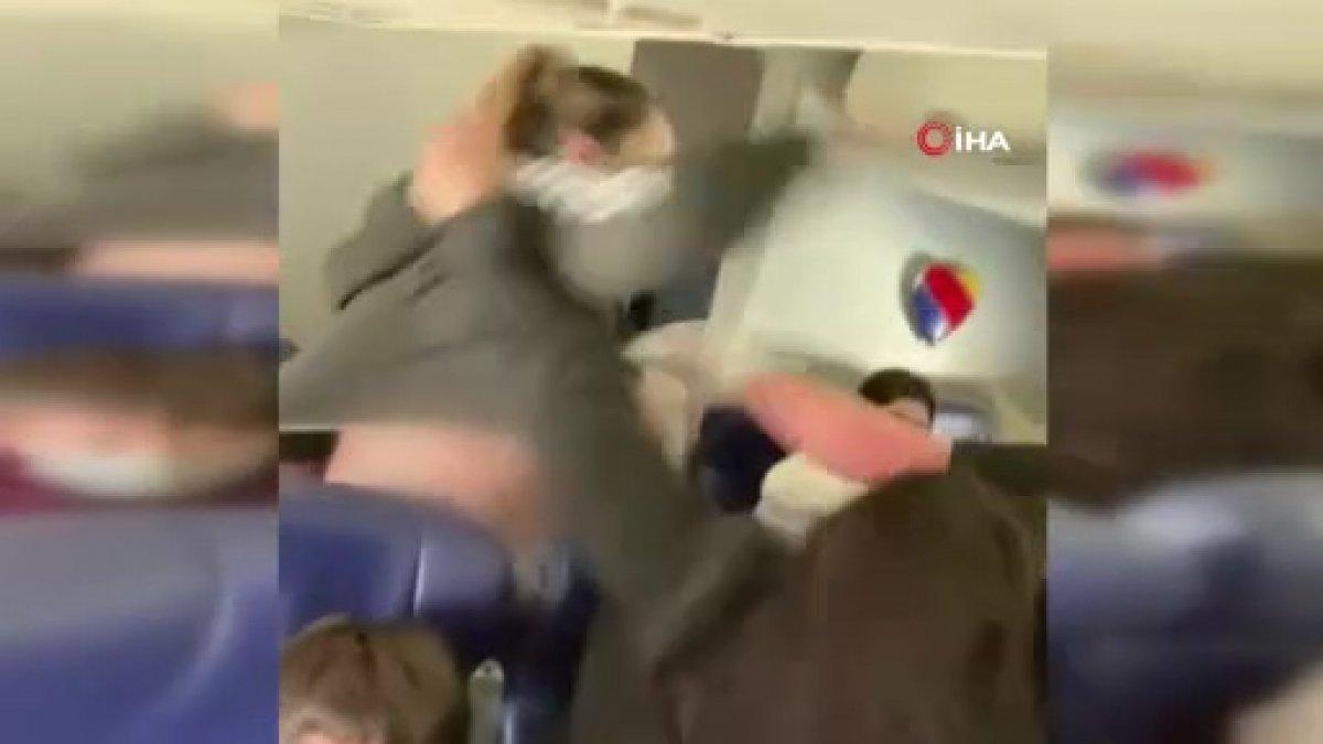 ABD uçağında yolcuyu uyaran kabin görevlisi darbedildi  #1