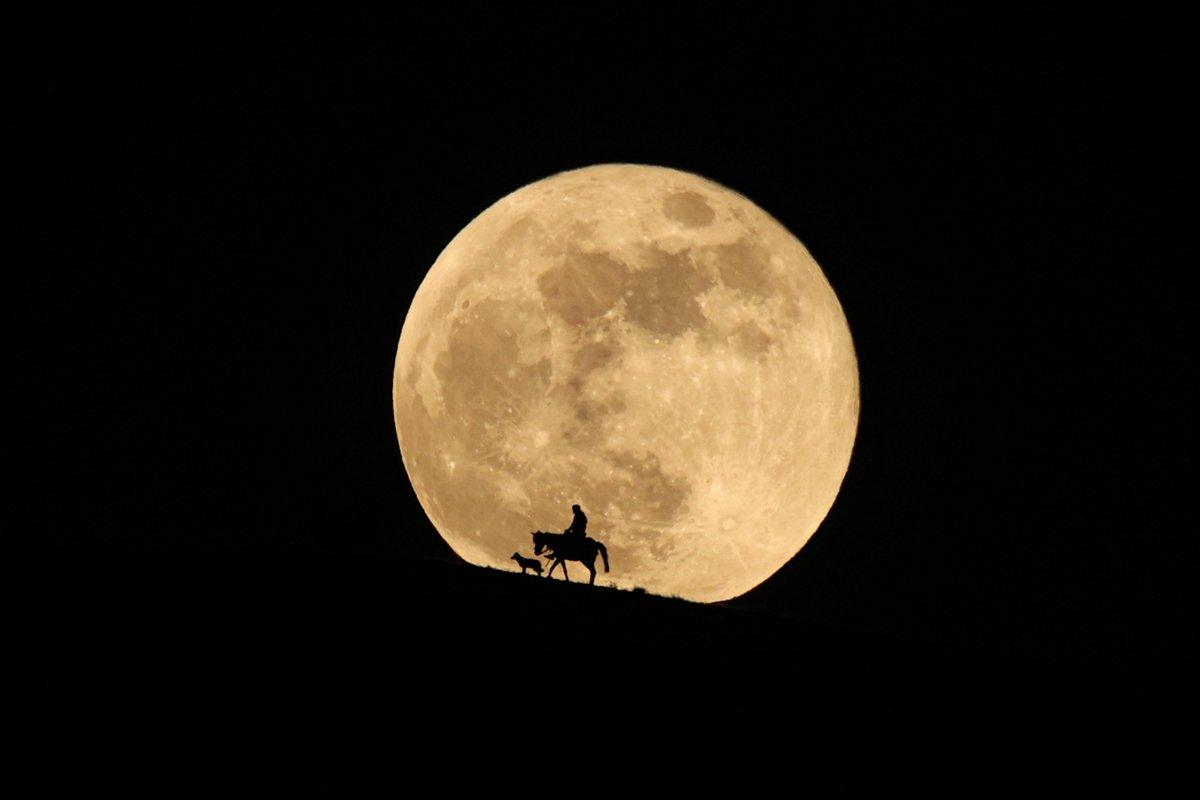 AA nın Van da çektiği Süper Ay fotoğrafları dünya basınında #7