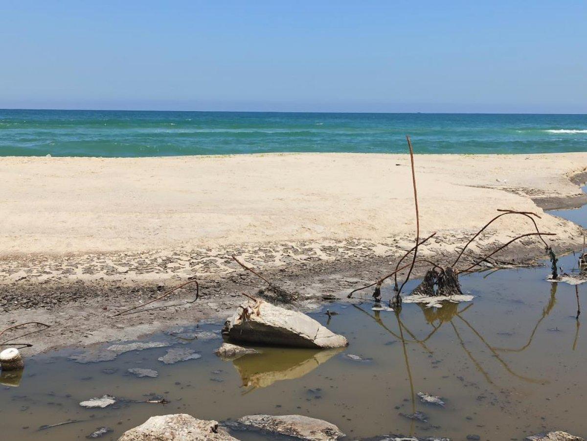 Gazze de saldırılarda zarar gören kanalizasyon tesislerindeki kirli su denize akıtılıyor #1