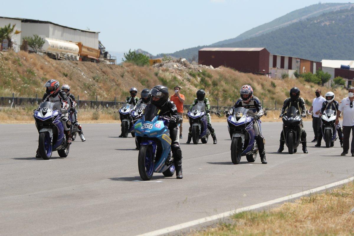 İzmir'de motosikletli kadınların nefes kesen yarışı #3