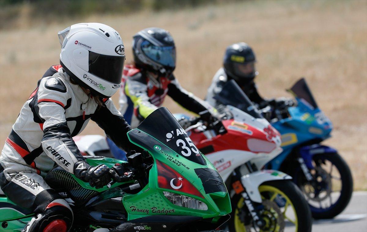 İzmir'de motosikletli kadınların nefes kesen yarışı #13