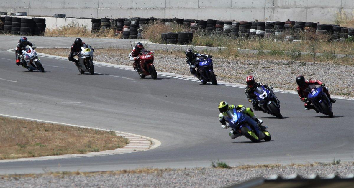 İzmir'de motosikletli kadınların nefes kesen yarışı #2