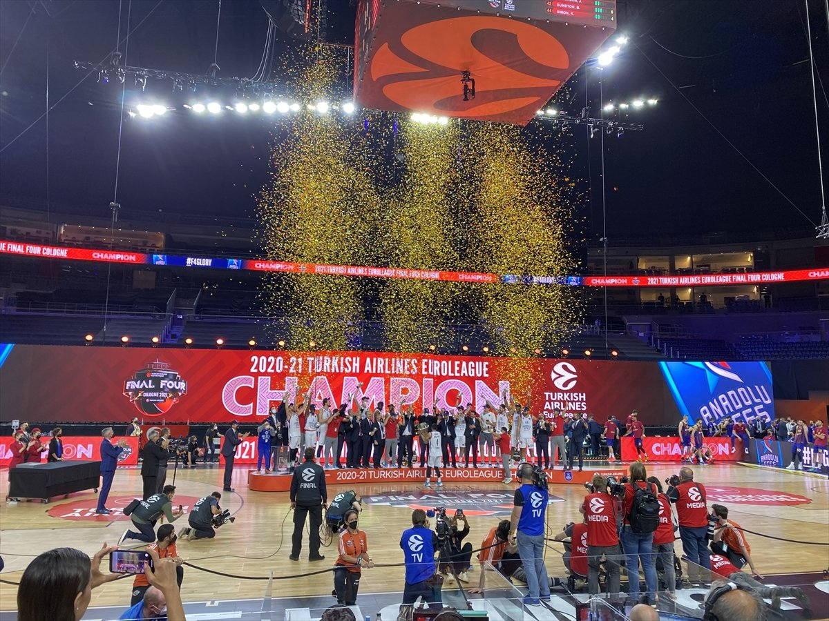 Barcelona'yı mağlup eden Anadolu Efes EuroLeague şampiyonu oldu #4