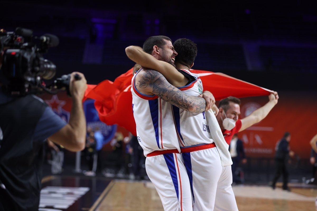 Barcelona'yı mağlup eden Anadolu Efes EuroLeague şampiyonu oldu #6