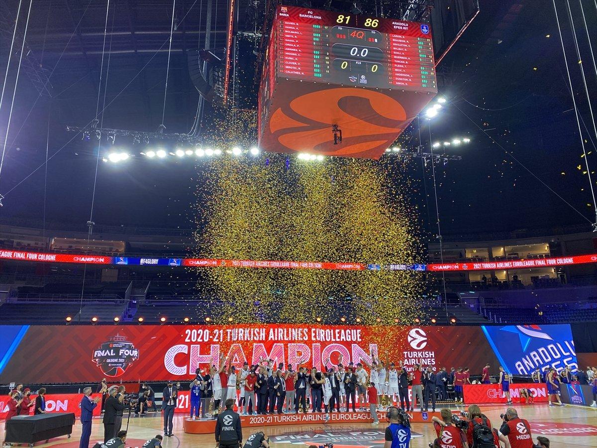 Barcelona'yı mağlup eden Anadolu Efes EuroLeague şampiyonu oldu #2