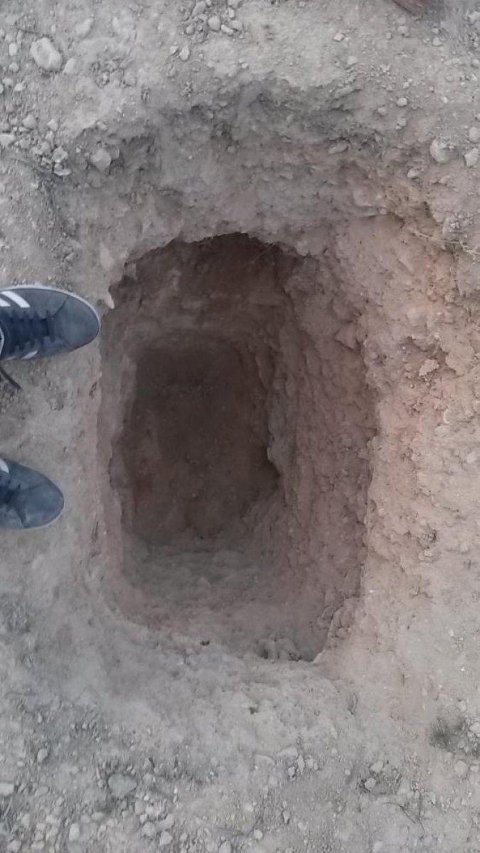 İspanya da ailesine kızan genç, yer altında ev inşa etti  #12