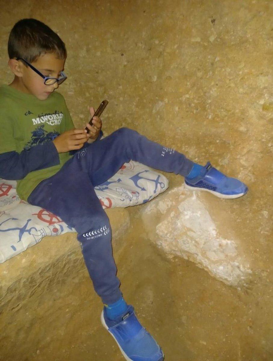 İspanya da ailesine kızan genç, yer altında ev inşa etti  #4