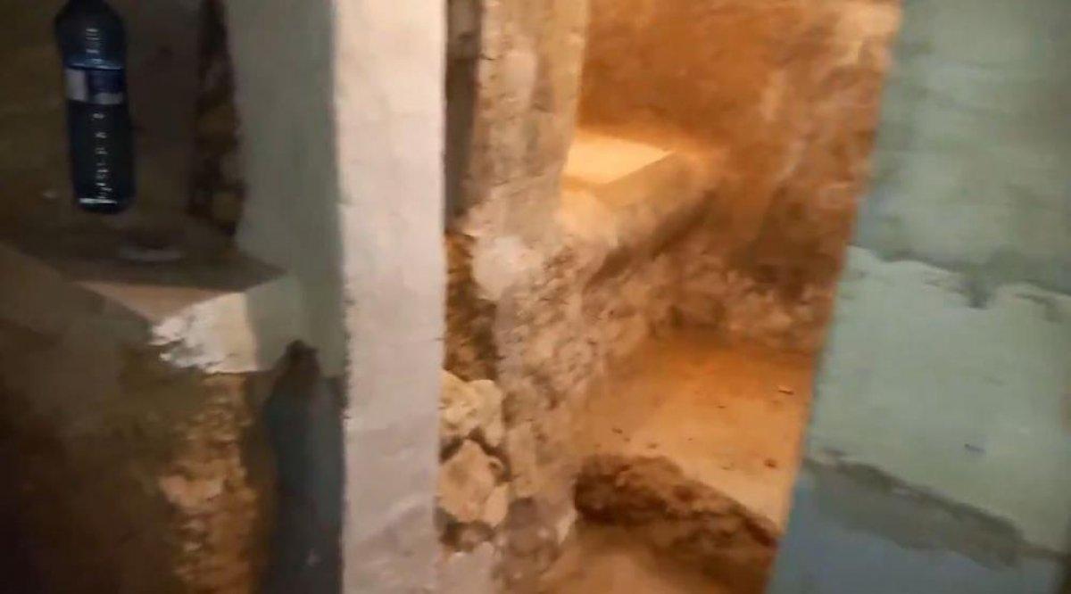 İspanya da ailesine kızan genç, yer altında ev inşa etti  #1