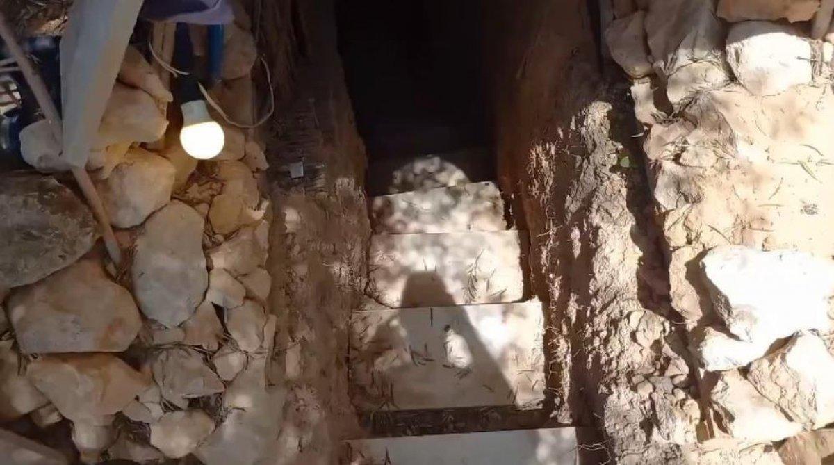 İspanya da ailesine kızan genç, yer altında ev inşa etti  #3