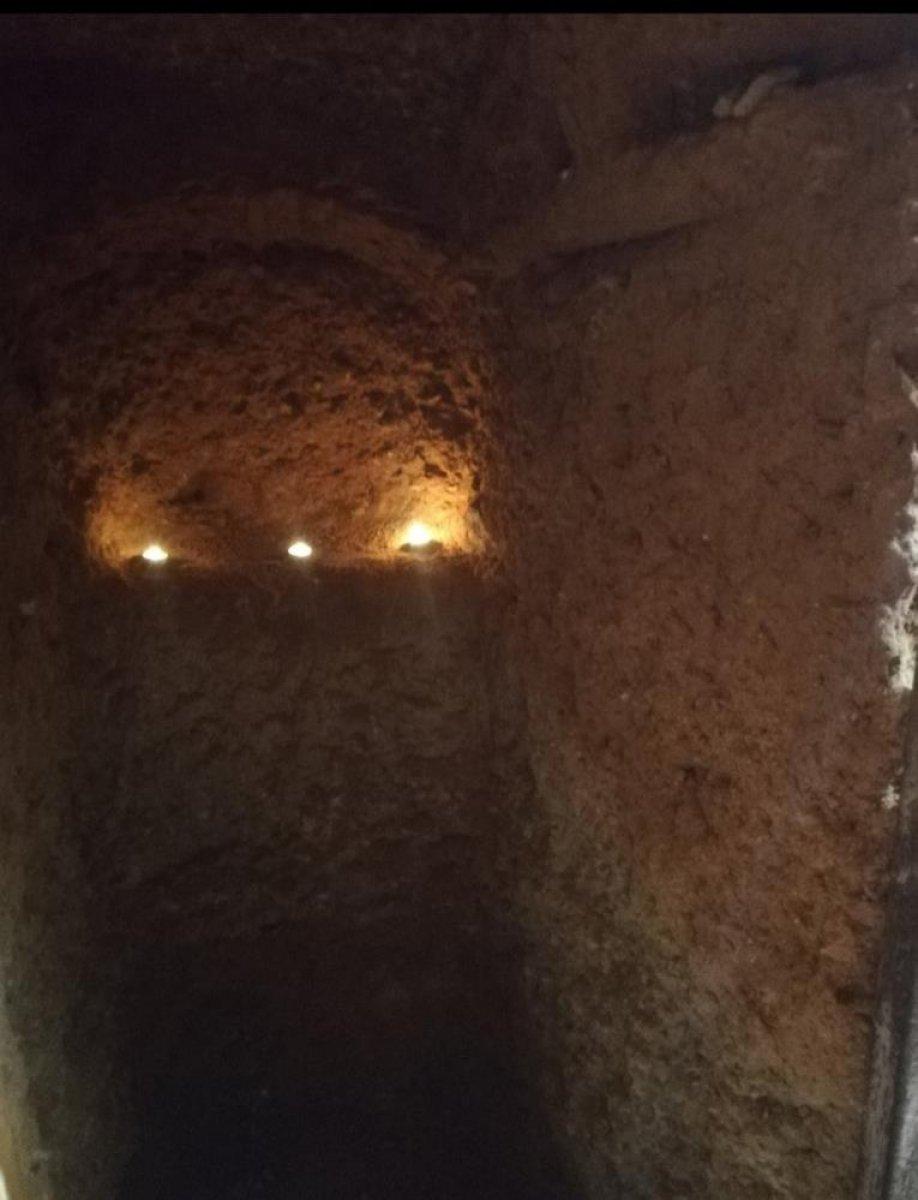 İspanya da ailesine kızan genç, yer altında ev inşa etti  #6