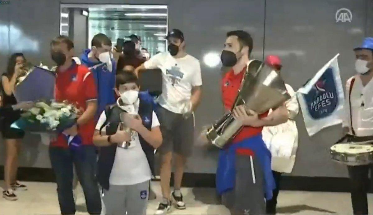 Şampiyon Anadolu Efes, İstanbul da #1