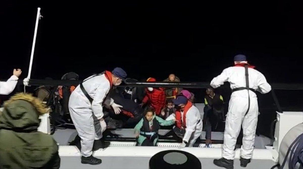 İzmir de 74 sığınmacı kurtarıldı #1