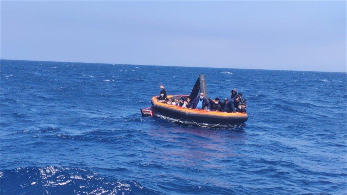 İzmir de 74 sığınmacı kurtarıldı #2