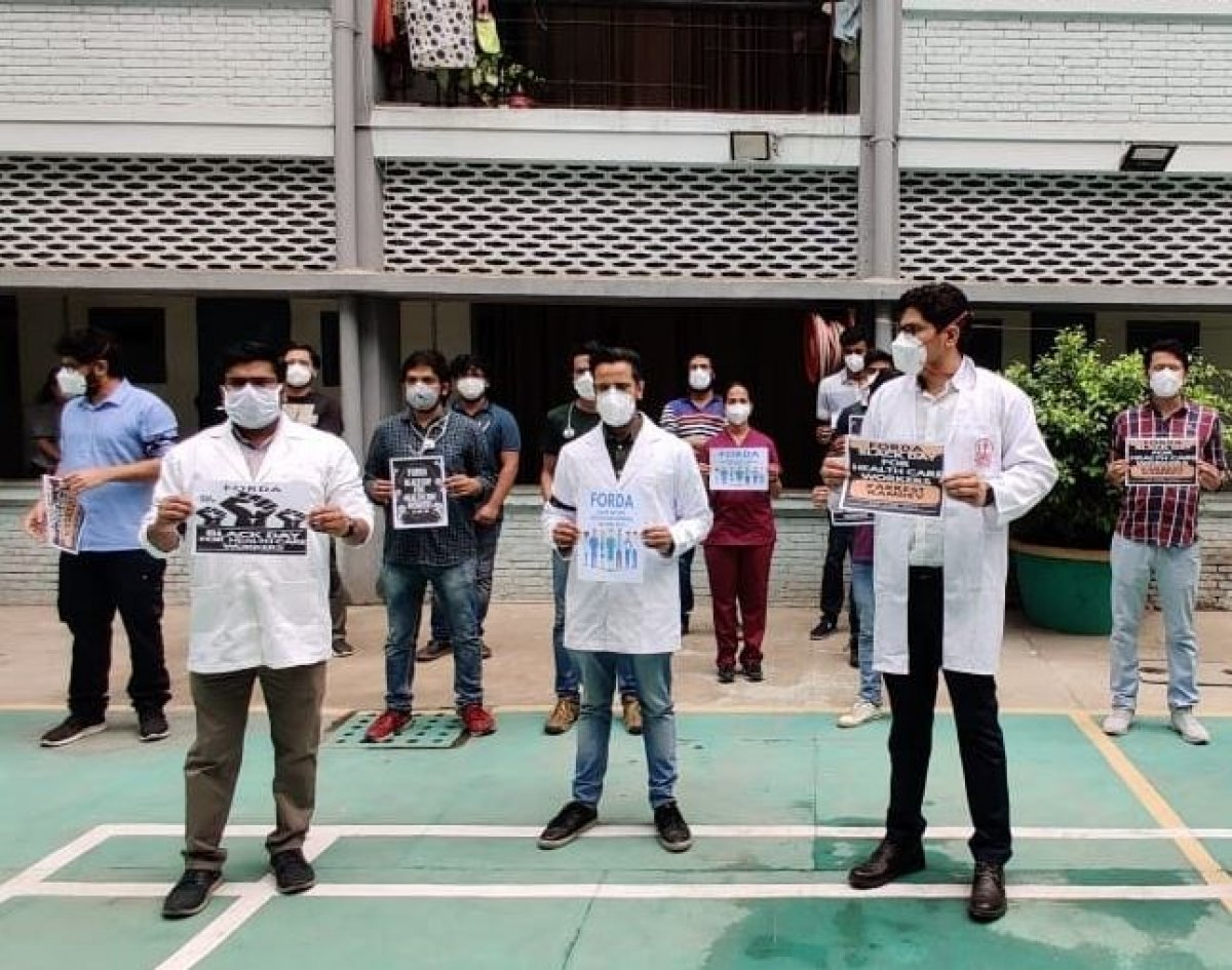 Hindistan da yoga gurusu Ramdev ile sağlık çalışanları karşı karşıya #6