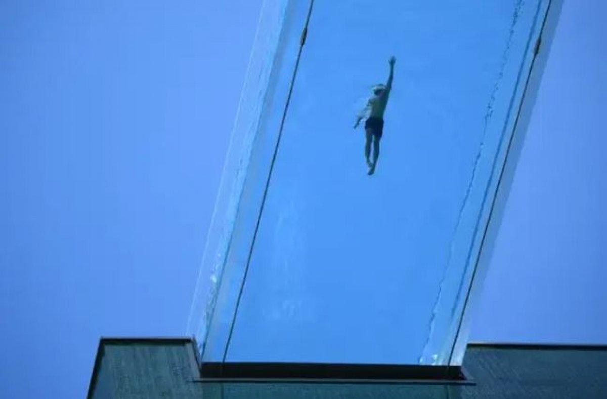 Londra da, dünyanın ilk transparan havuzuna ziyaretçi akını #2