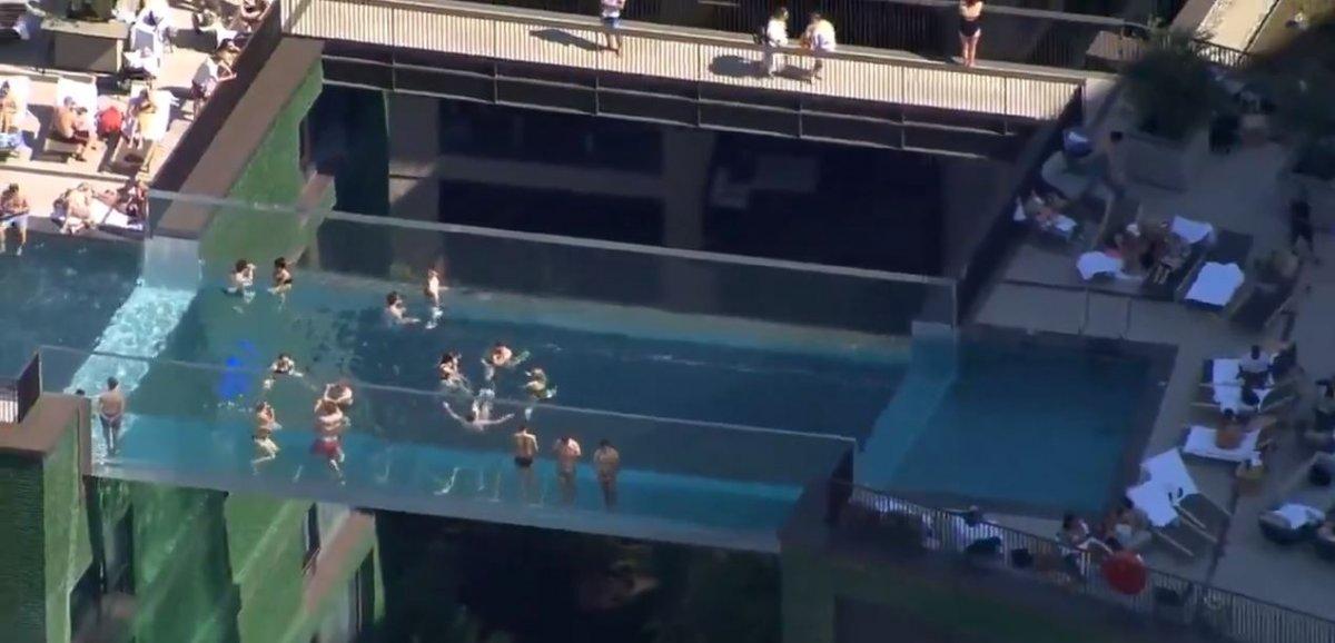 Londra da, dünyanın ilk transparan havuzuna ziyaretçi akını #1