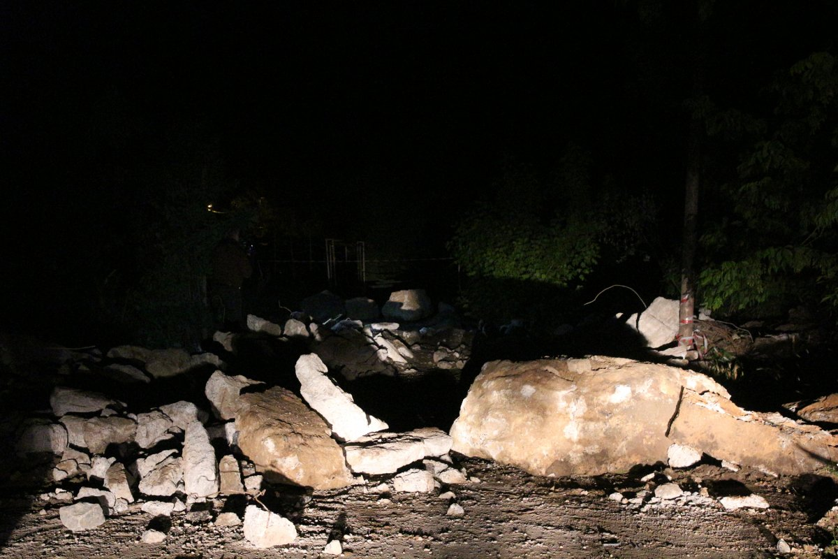 Sarıyer'de 3 gün önce çöken köprünün etrafı kapatıldı #3