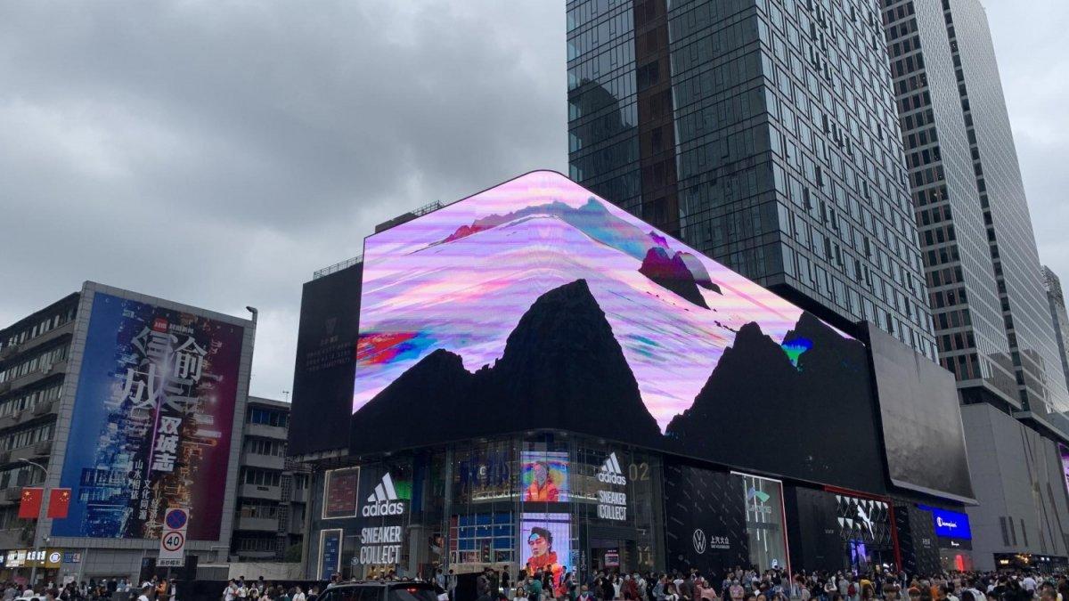 Çin'de 3 boyutlu reklamlar görenleri şaşırtıyor #1