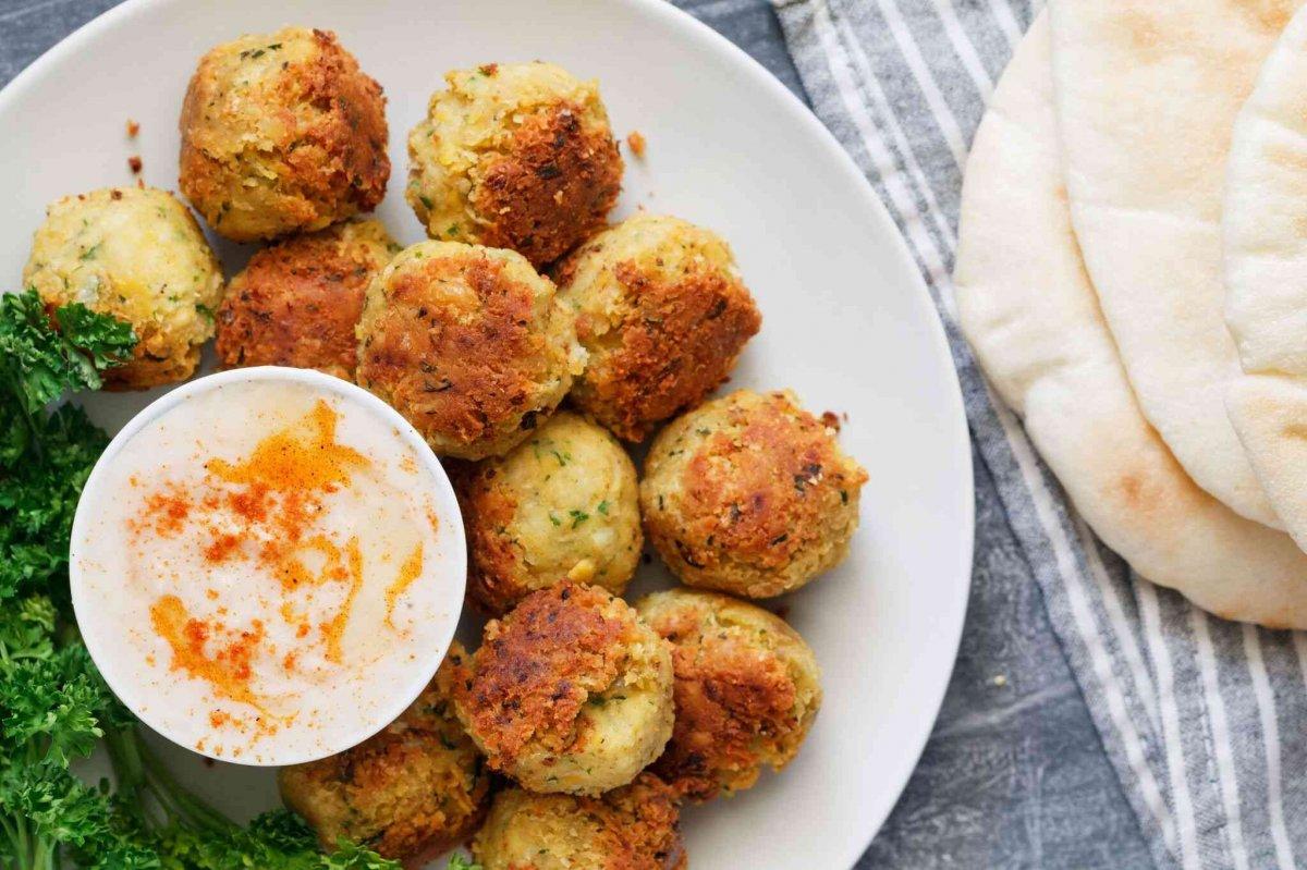 Ortadoğu mutfağının göz bebeği: Falafel tarifi #1