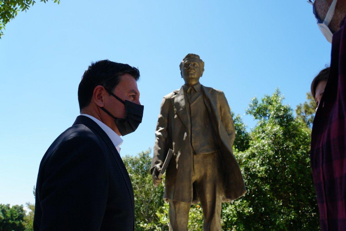 CHP li Bodrum Belediyesi nden  Nazım Hikmet  heykeli #3