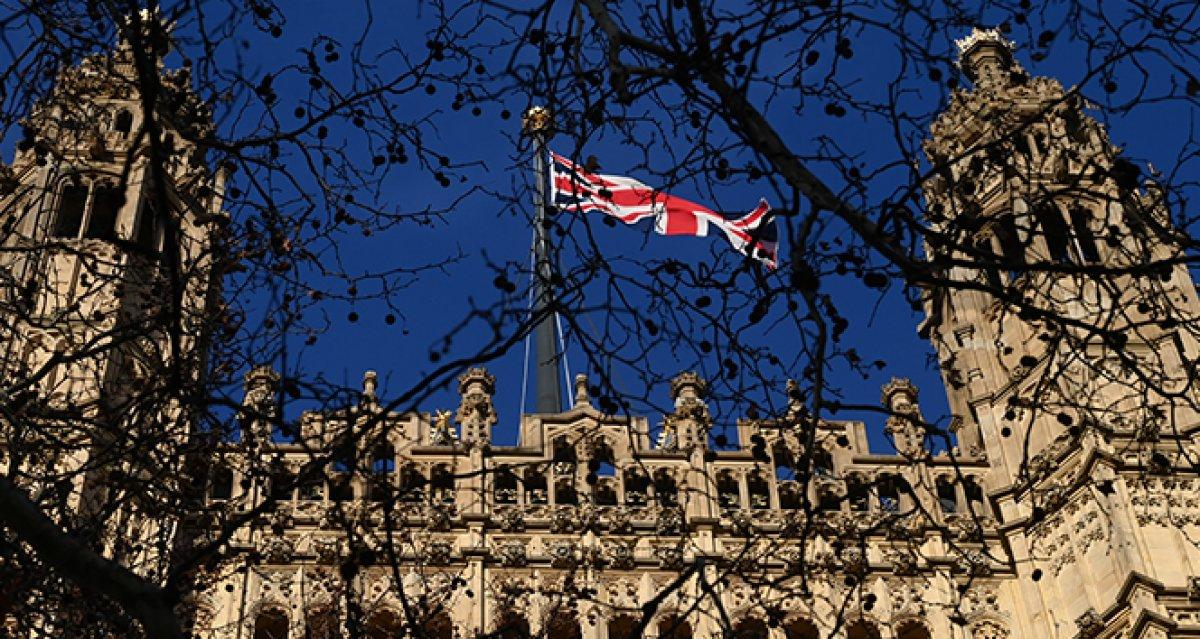 İngiltere, 7 ülkeyi daha kırmızı listeye aldı #2