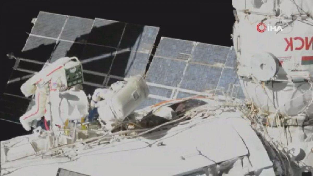 Rus kozmonotlar, 2021 yılının ilk uzay yürüyüşünü yaptı #1