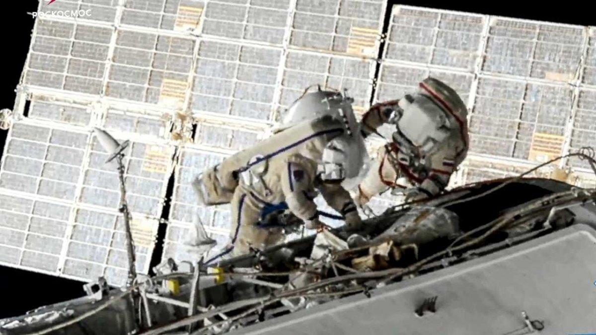 Rus kozmonotlar, 2021 yılının ilk uzay yürüyüşünü yaptı #4