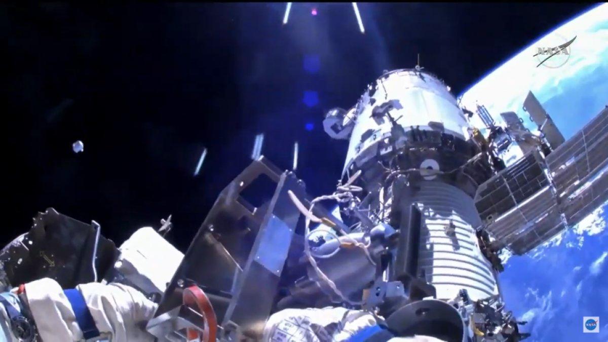 Rus kozmonotlar, 2021 yılının ilk uzay yürüyüşünü yaptı #2