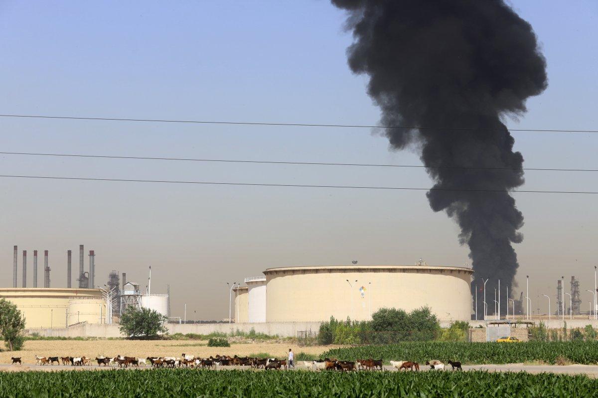 İran da petrol rafinerisinde yangın: 11 itfaiye eri yaralandı #1