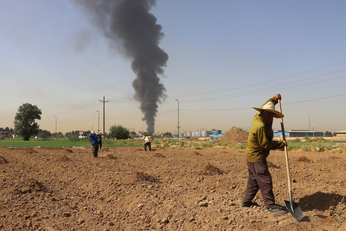 İran da petrol rafinerisinde yangın: 11 itfaiye eri yaralandı #3