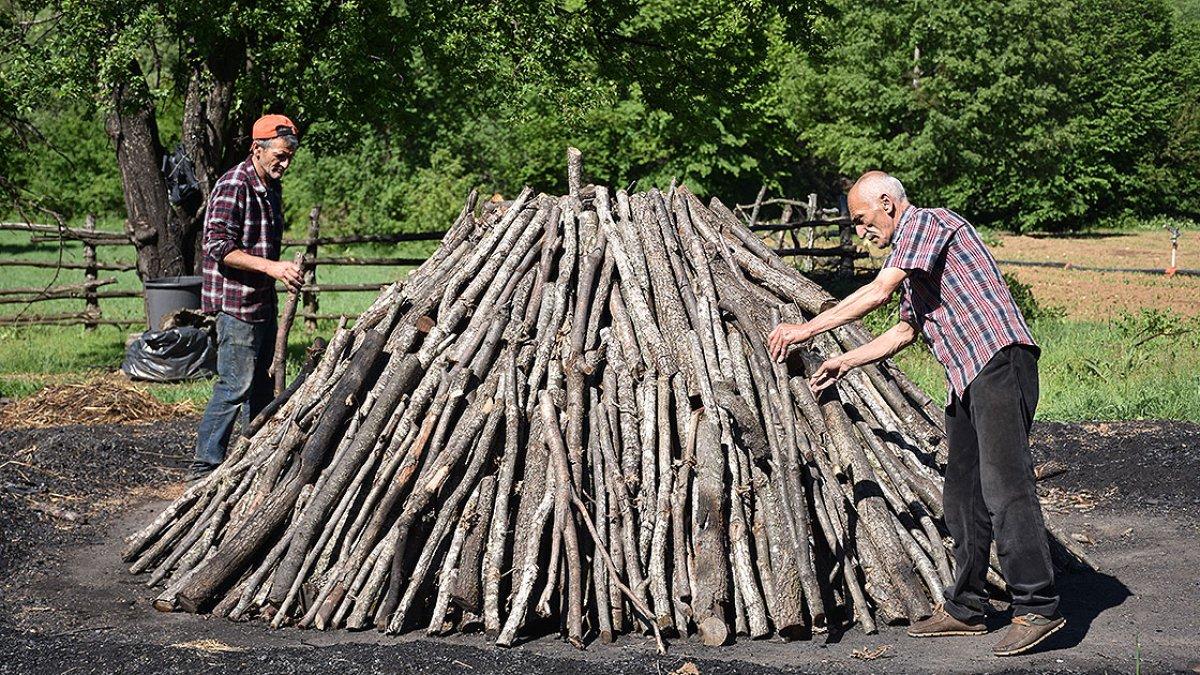 Bilecik te meşe odunlarını mangal kömürüne dönüştürüyorlar #2