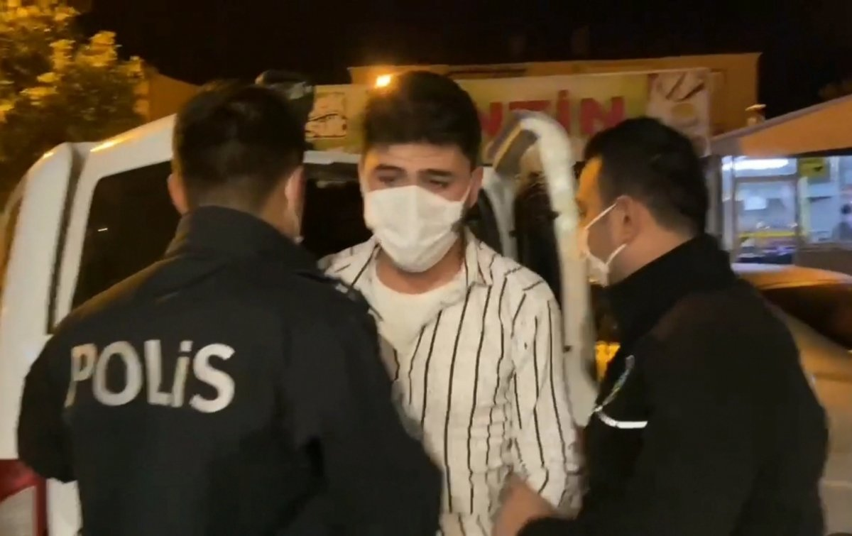Bursa da Suriyeli gencin üzerinden  polis rozeti  ve  ruhsatsız tabanca  çıktı #4
