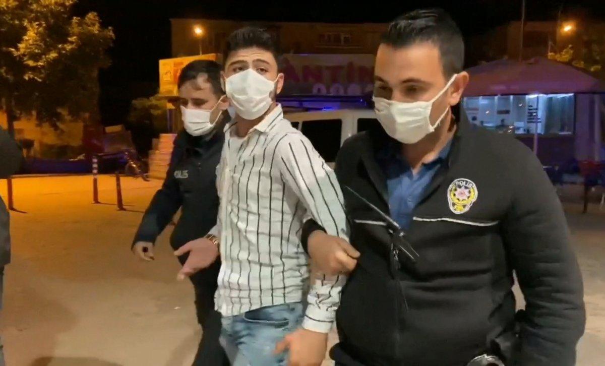 Bursa da Suriyeli gencin üzerinden  polis rozeti  ve  ruhsatsız tabanca  çıktı #2