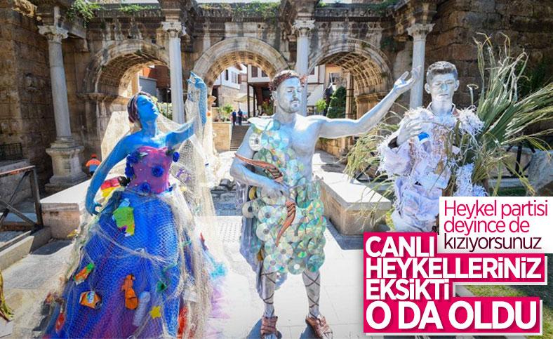 Antalya'da canlı heykellerle çevreye duyarlılık çağrısı