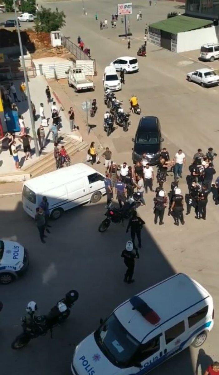 Antalya da çocuklar tartıştı, aileleri kavga etti #4