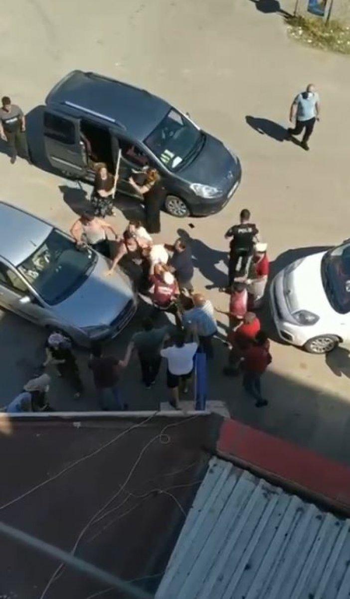 Antalya da çocuklar tartıştı, aileleri kavga etti #3