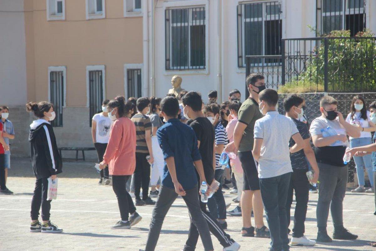 Türkiye genelinde LGS heyecanı yaşanıyor  #24