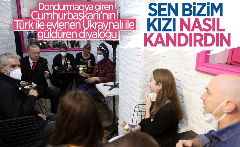 Cumhurbaşkanı Erdoğan, Beylerbeyi'nde vatandaşlarla sohbet edip dondurma yedi