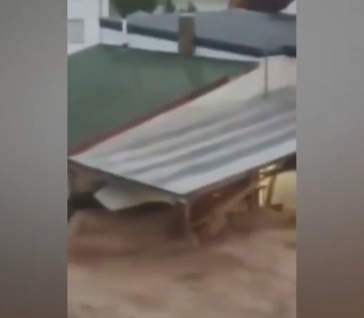 Almanya da cadde ve sokaklar şiddetli yağış nedeni ile sular altında kaldı #4
