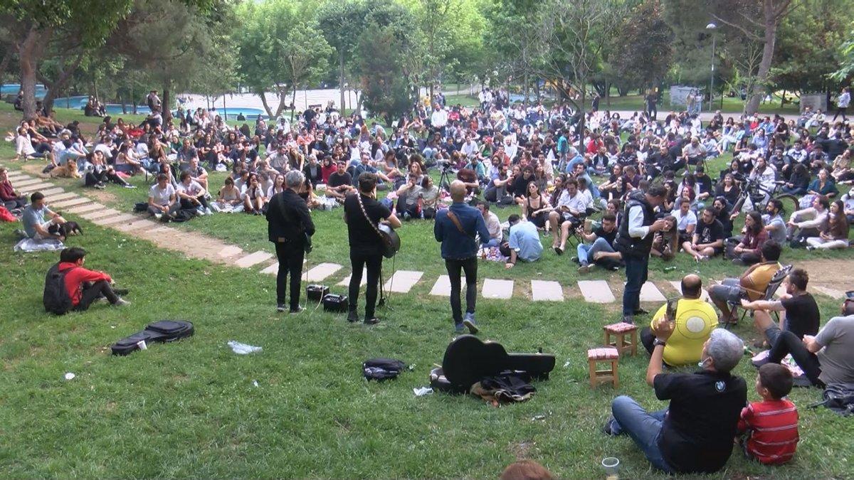 Maçka Parkı nda sosyal mesafeyi unutturan konser #2