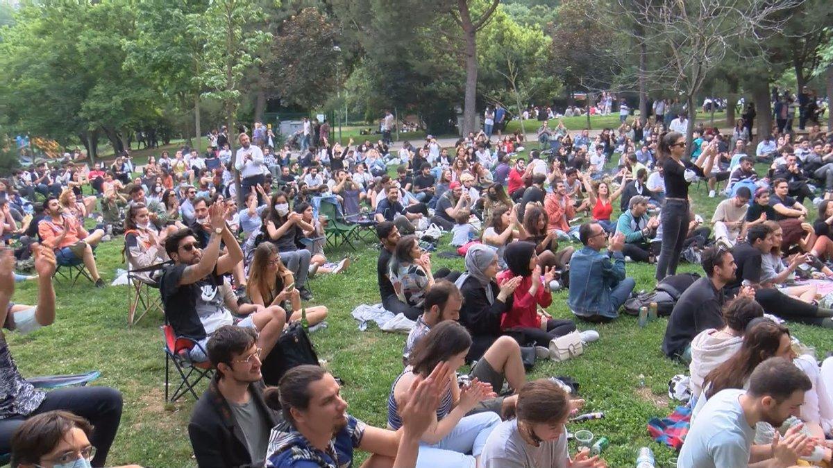 Maçka Parkı nda sosyal mesafeyi unutturan konser #1