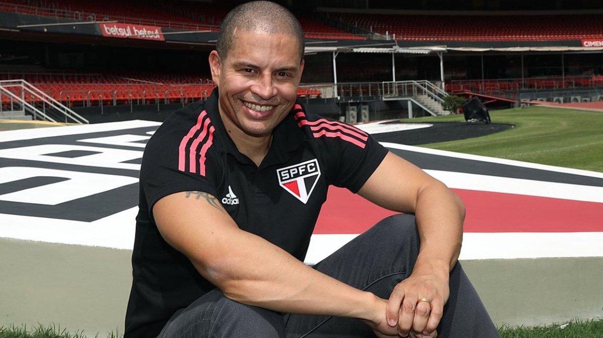Alex de Souza takımını bilerek 10 kişi bıraktı #2
