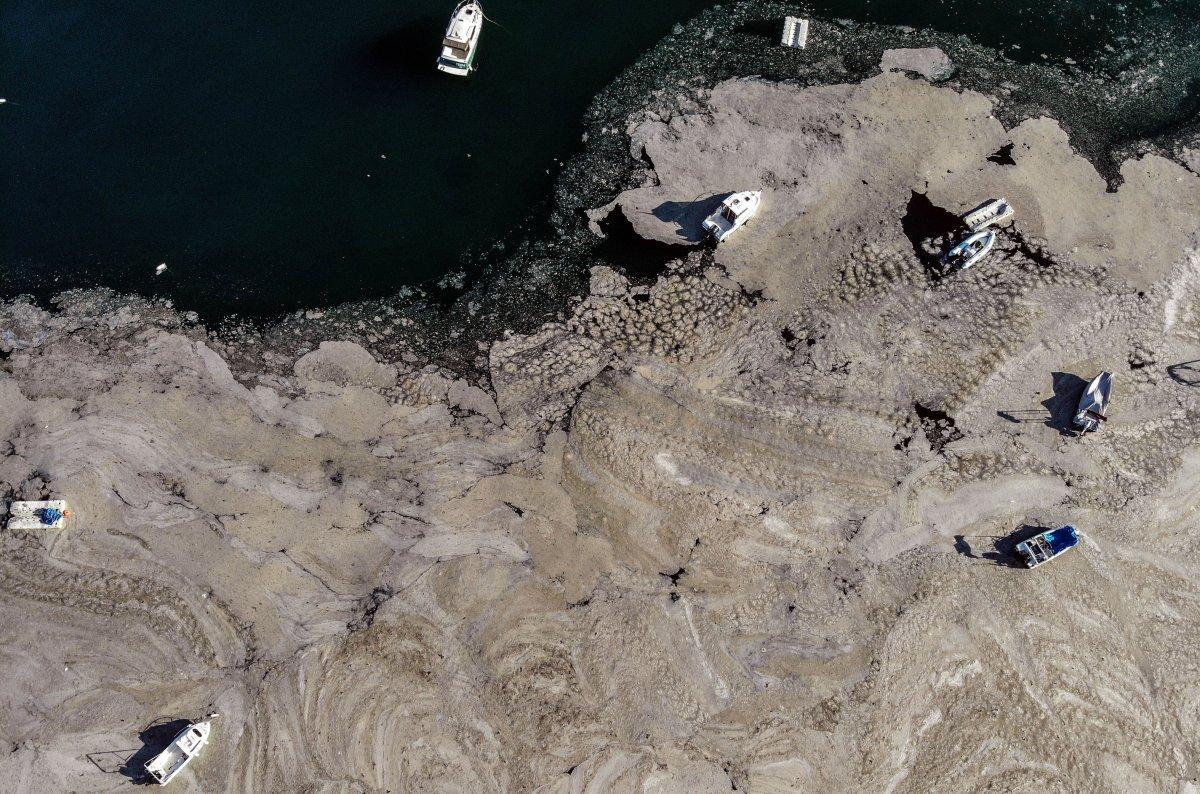 Marmara Denizi ndeki müsilaj belası havadan görüntülendi #1