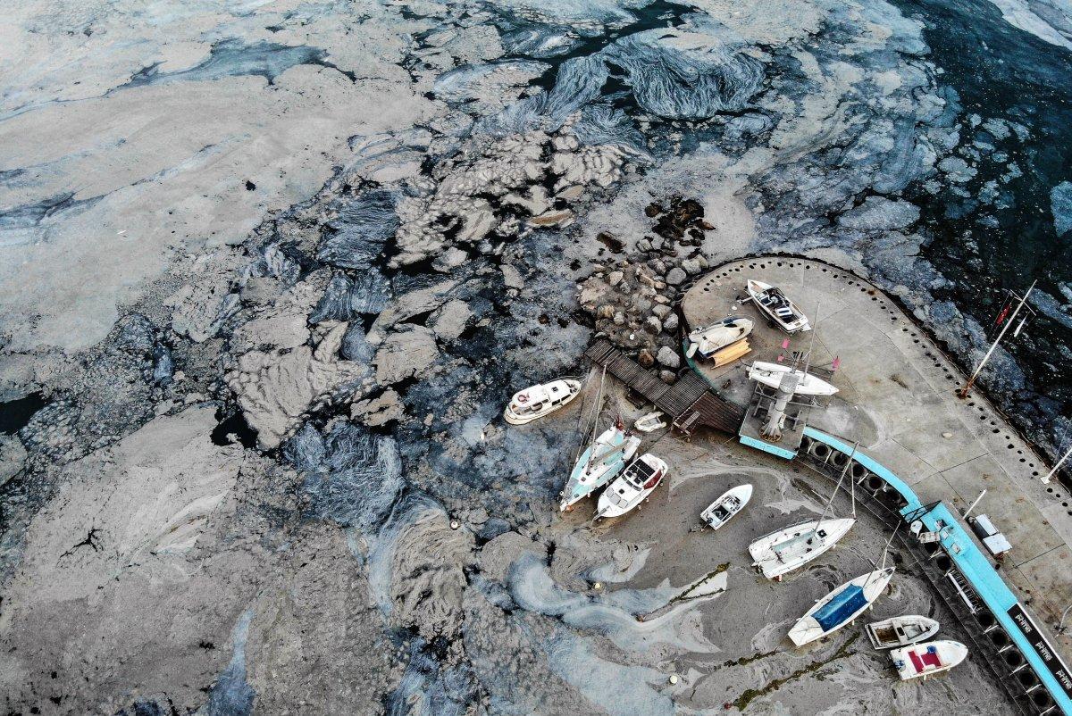 Marmara Denizi ndeki müsilaj belası havadan görüntülendi #9