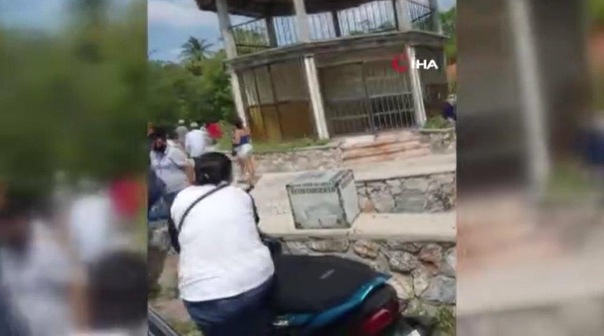 Meksika'da silahlı saldırıların gölgesinde seçim: Kabinlere kesik insan başı fırlatıldı #1