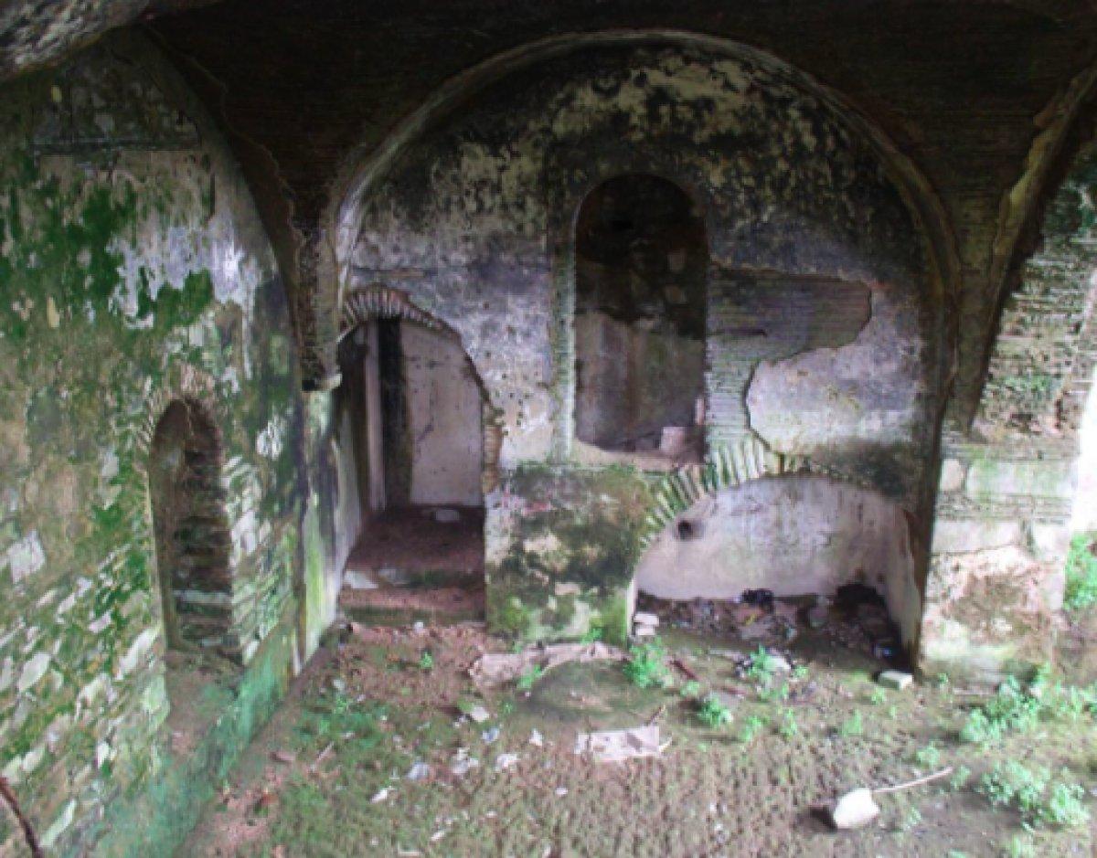 410 yıllık Armaş Manastırı viraneye döndü #1
