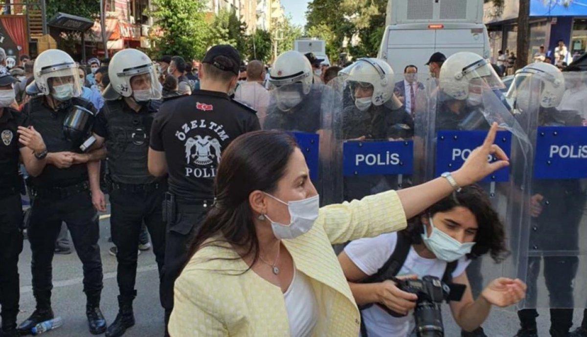 Diyarbakır da Kürtçe eğitim isteyenlerle polis arasında arbede #1