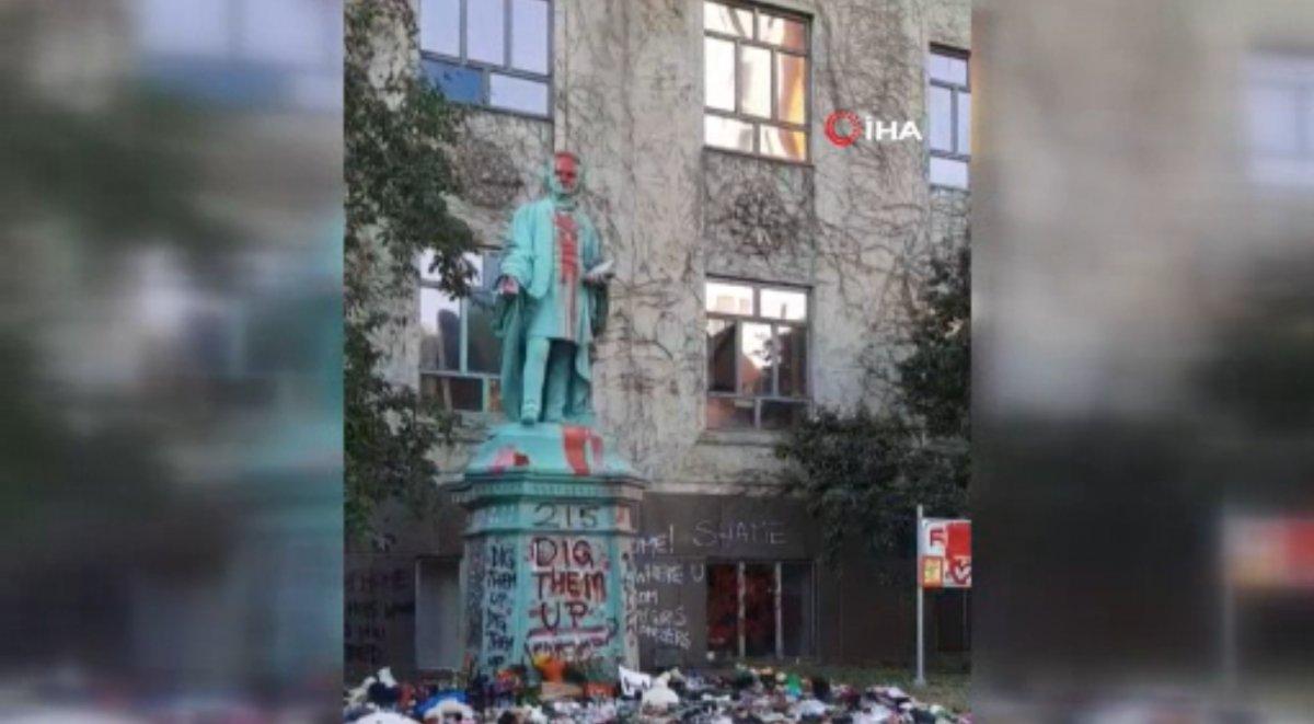 Kanada'da Egerton Ryeson heykeli protestocular tarafından yıkıldı  #1